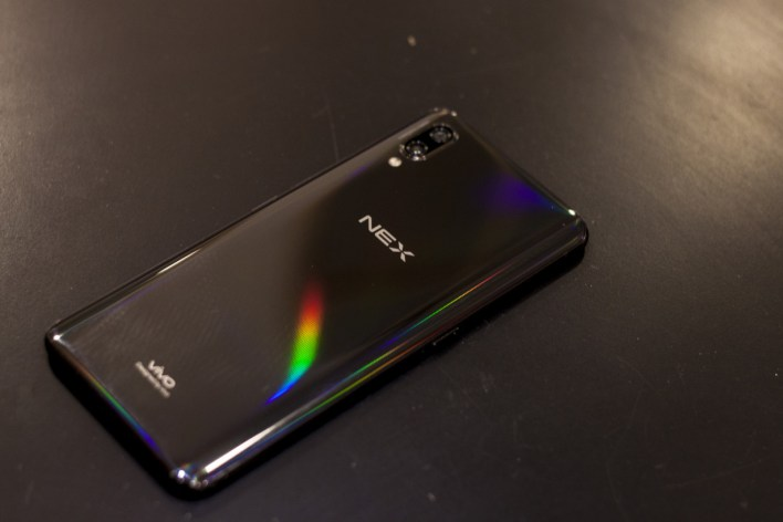 The glass back of the NEX beautifully catches light, but also picks up fingerprints