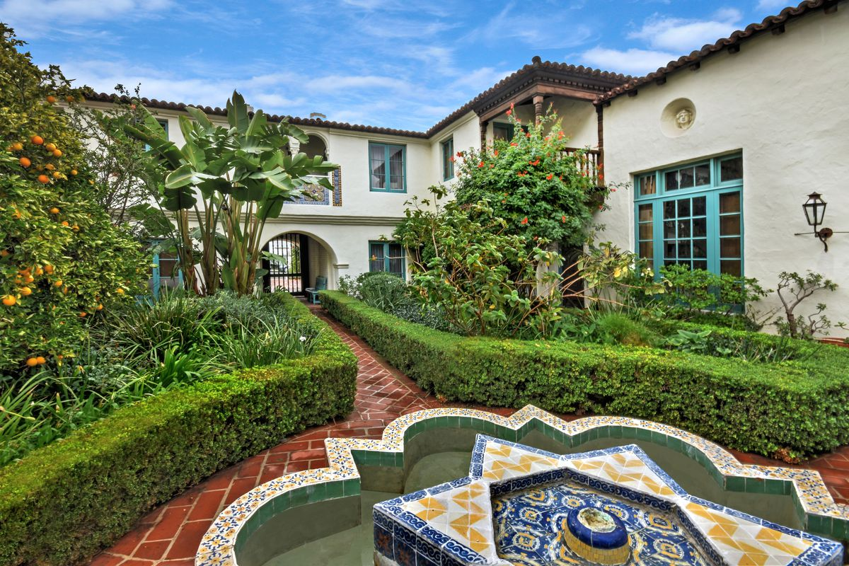 For 165M A Condo In Historic Spanish Revival Courtyard