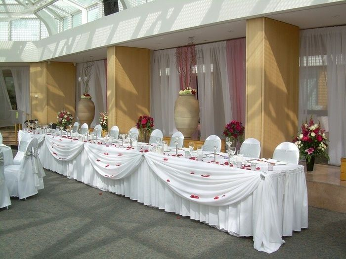 Sweetheart table vs Head table for wedding reception