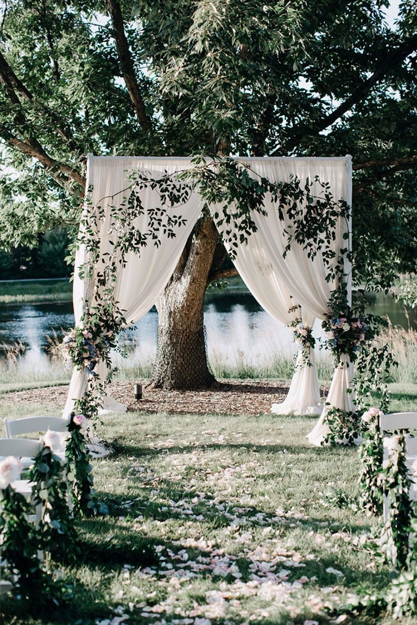 6 outdoor wedding themes