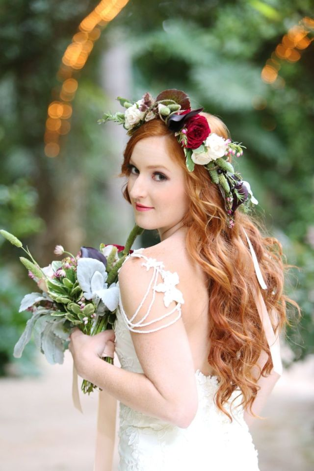 romantic red and champagne garden styled shoot - weddingwire
