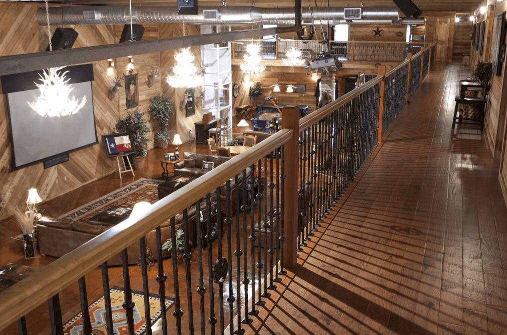 This Seemingly Ordinary Texas Barn Hides a Stunning Interior