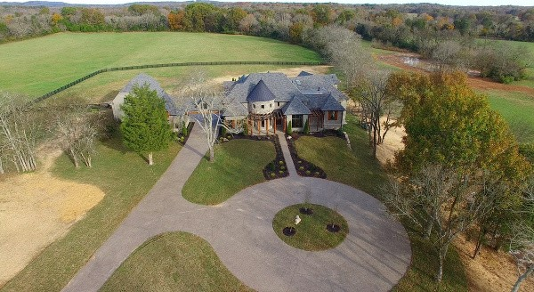 Step Inside Jason Aldeans Secluded Tennessee Compound