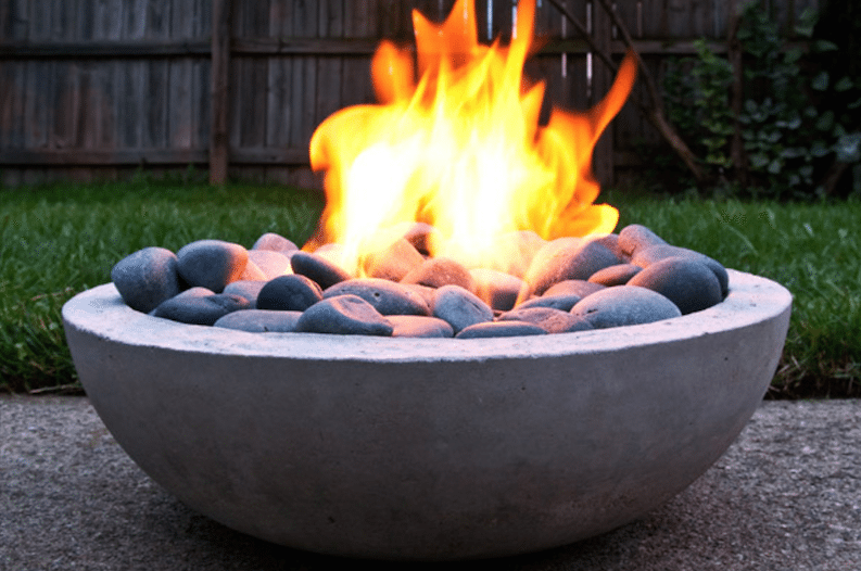 7 Cheap and Easy DIY Backyard Fire Pit Ideas