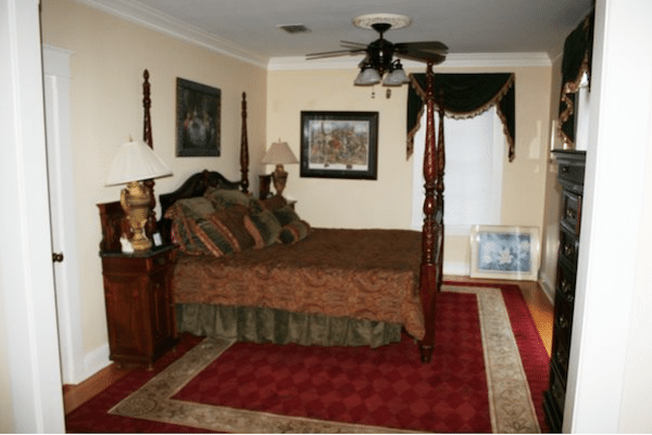 Inside George Jones and Tammy Wynettes Two Story House