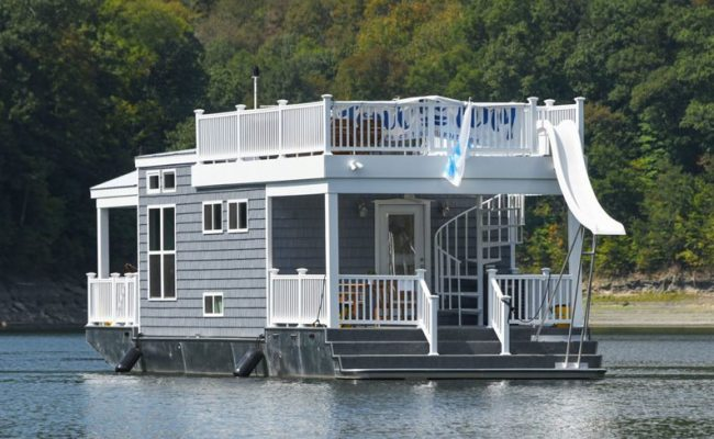 Tiny Houseboat Lets You Float Your Cares Away For 9 000