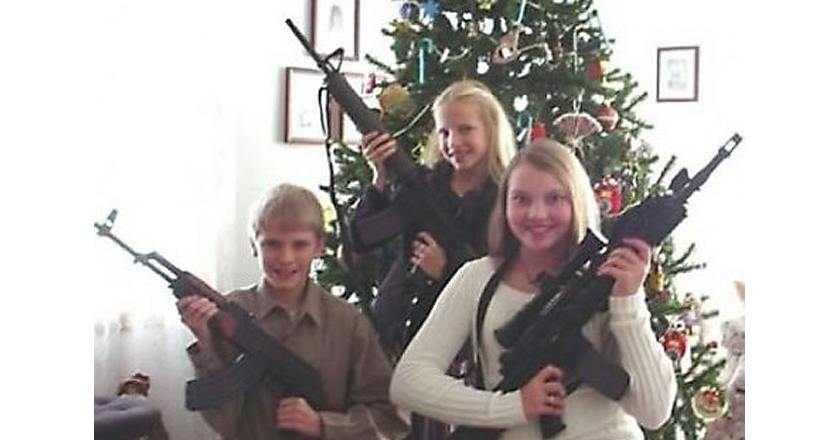 20 Hilarious Photos Of Rednecks And Their Guns PICS