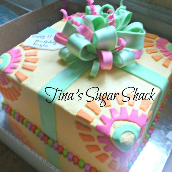 10 Square Cake Iced In Buttercream With Fondant