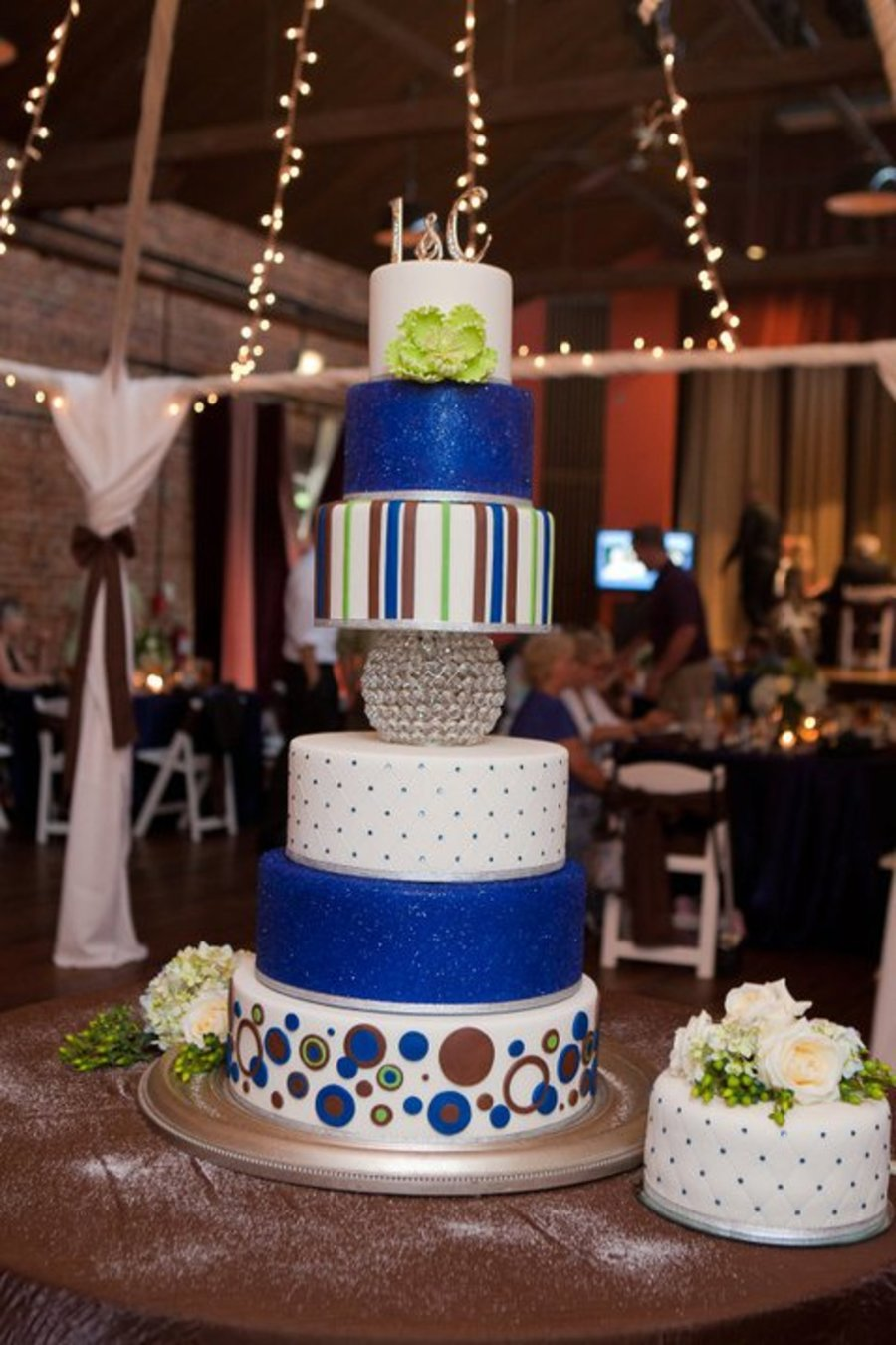Apple Green And Royal Blue Wedding Cake Cakecentral Com