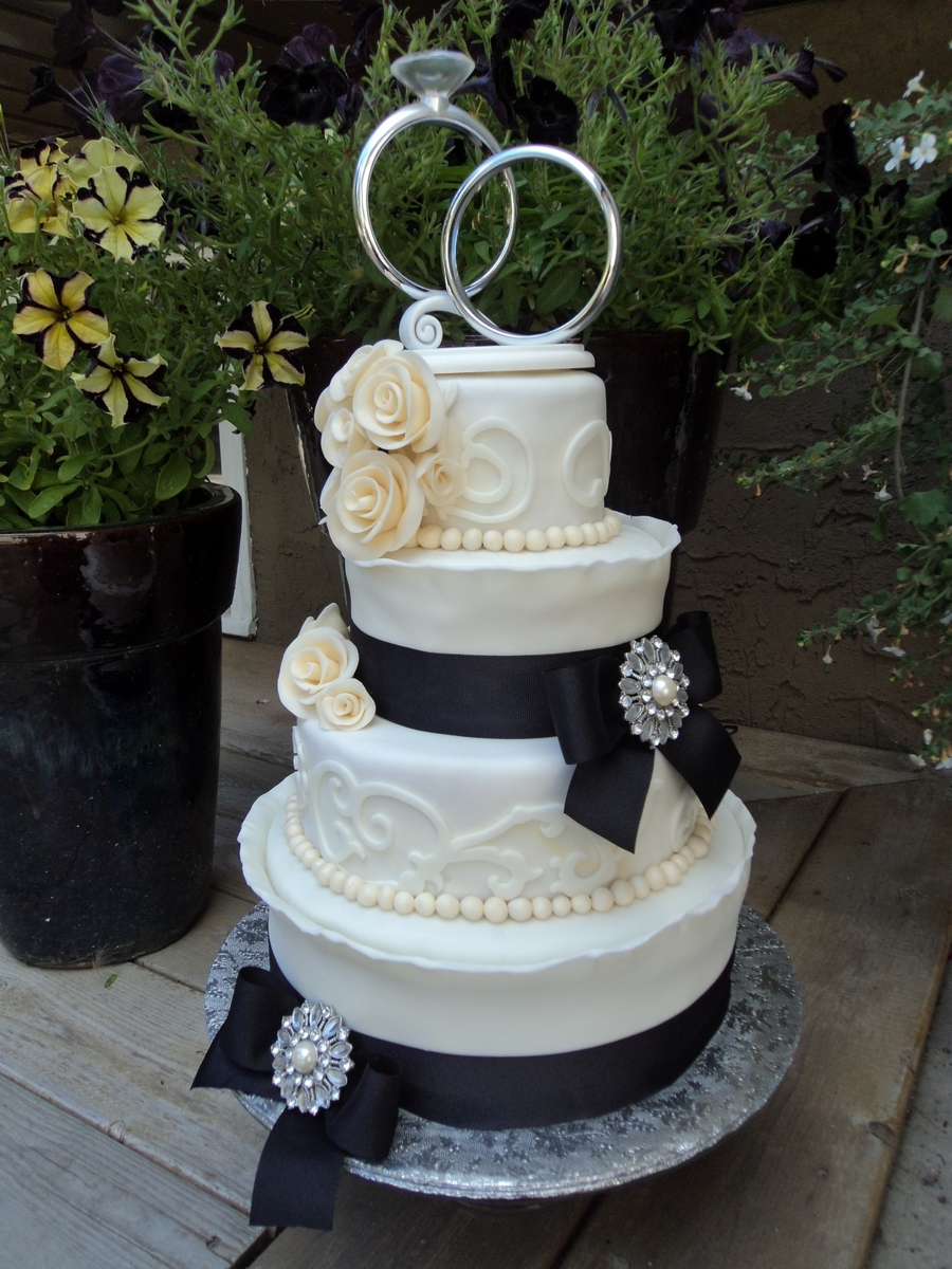 Black And Ivory Wedding Cakecentral Com