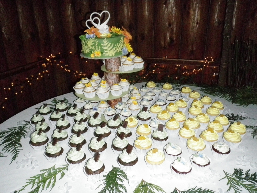 Nature Themed Wedding Cake/cupcakes
