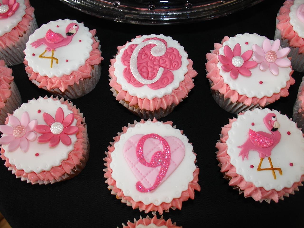 Flamingo Buttercream Cake With Cupcakes Cakecentral Com