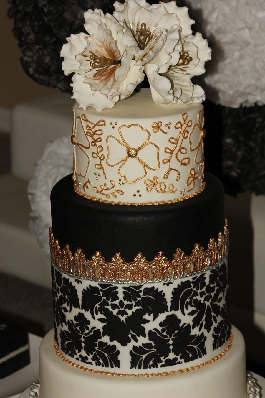 Wedding Cake Black Amp White Silver Gold Cakecentral Com