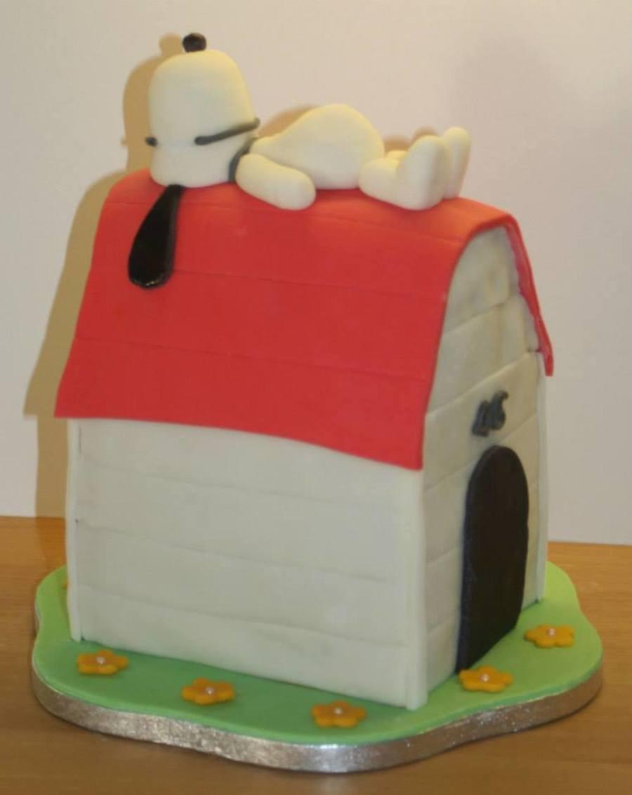 Snoopy Cake - CakeCentral.com