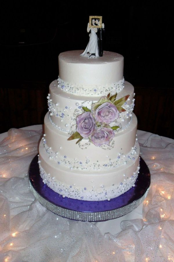 3 Roses And Pearl Ribbon Cake
