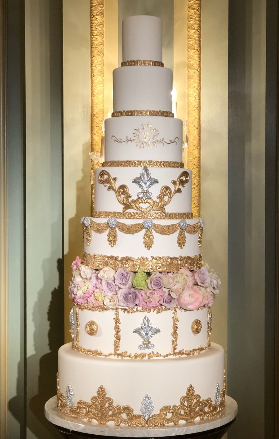 8 Tiers Wedding Cake With Gold And Silver Decorations