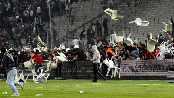 0010176790 Video   Partido de fútbol termina a sillazos [Turquía]