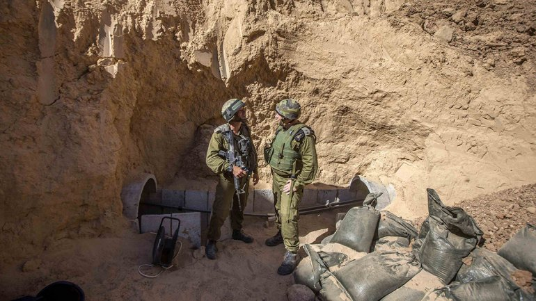 Para detectar estos túneles hay que identificar la entrada o  localizarlos a través de dispositivos que captan ruidos, movimientos  sísmicos o radares