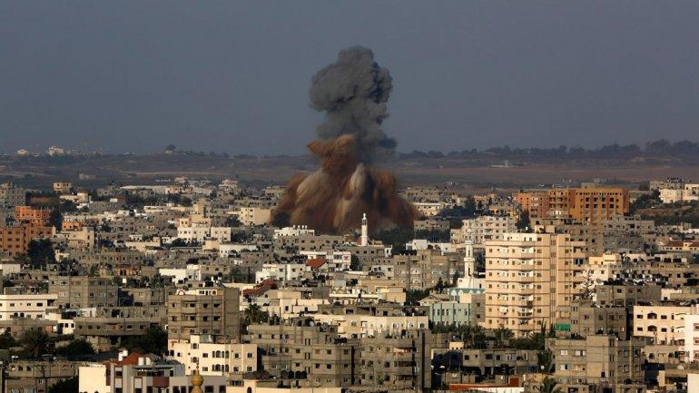 Los palestinosrecibieron el impacto tras acercarse a la zona fronteriza