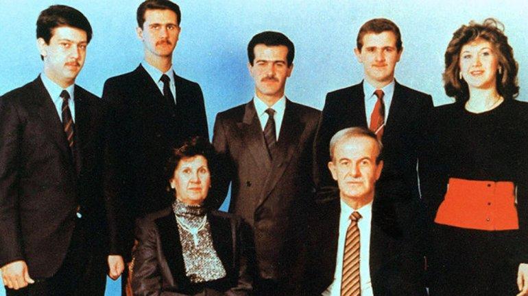 La familia Assad. A la derecha, Bushra