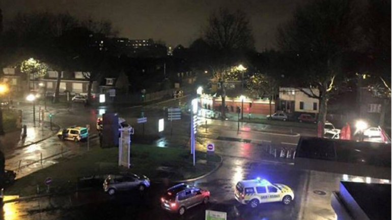 La policía llega a la toma de rehenes en Roubaix