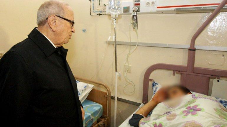 El presidente tunecino, Beji Caid Essebsi, visitó a las víctimas del atentado.