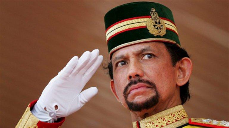 El Sultan Hassana Bolkiah de Brunéi prohibió festejar Navidad en exceso para no dañar la fe de los musulmanes.