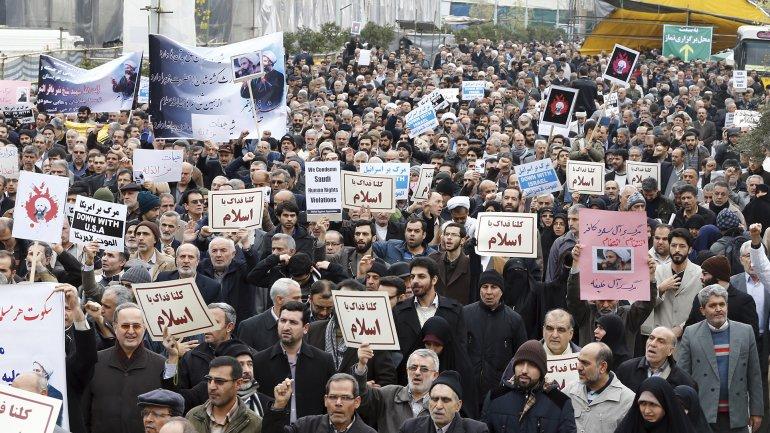 Casi 1.000 manifestantes salieron a las calles en Irán