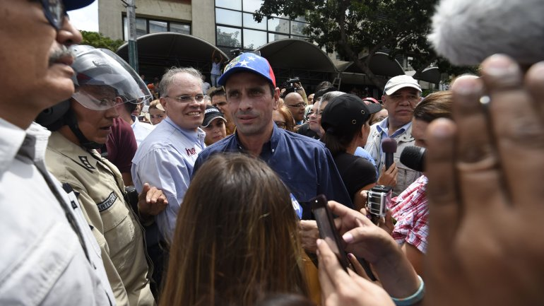 Los venezolanos piden un referendo revocatorio presidencial
