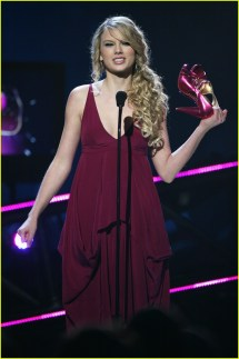 Taylor Swift CMT Music Awards