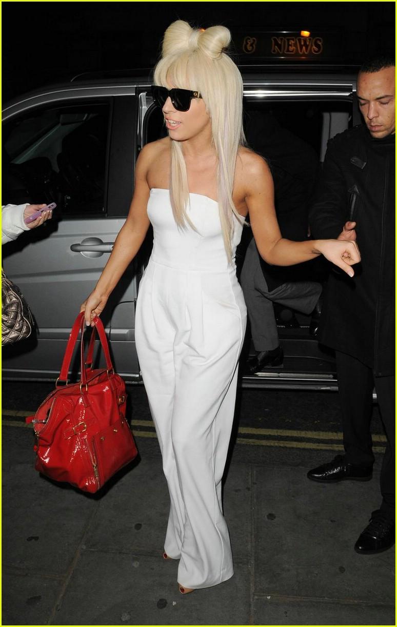 Lady GaGa Looks Bowdacious Photo 1658101  Lady Gaga