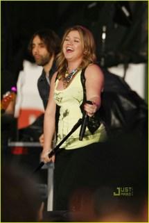 Kelly Clarkson Orem Summerfest Singing 1982611