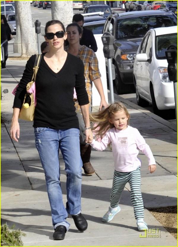 Violet Affleck Mommy & 2405313 Ben