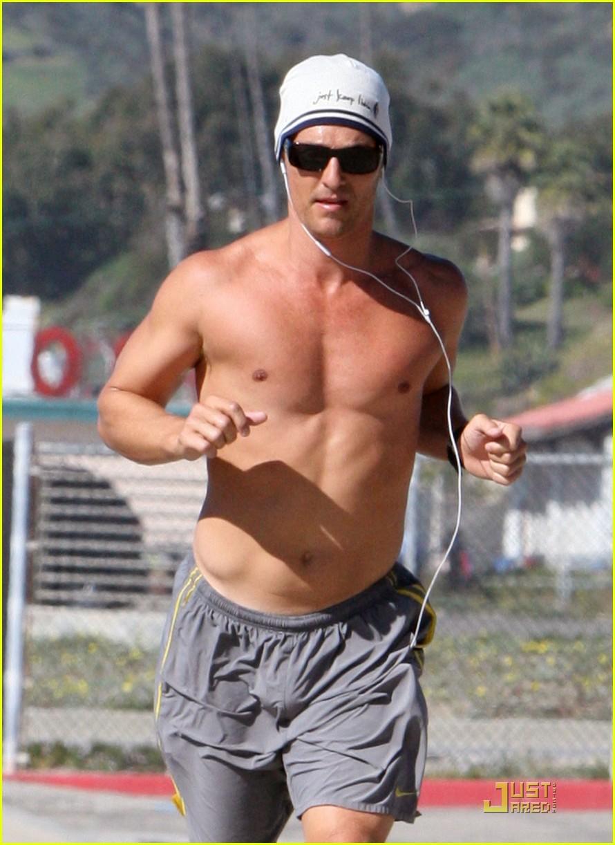 Matthew McConaughey Shirtless Beach Run Photo 2514026