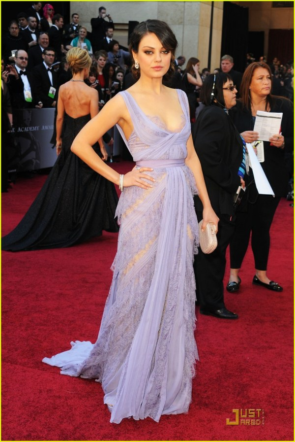 Mila Kunis - Oscars 2011 Red Carpet 2523542 Featured