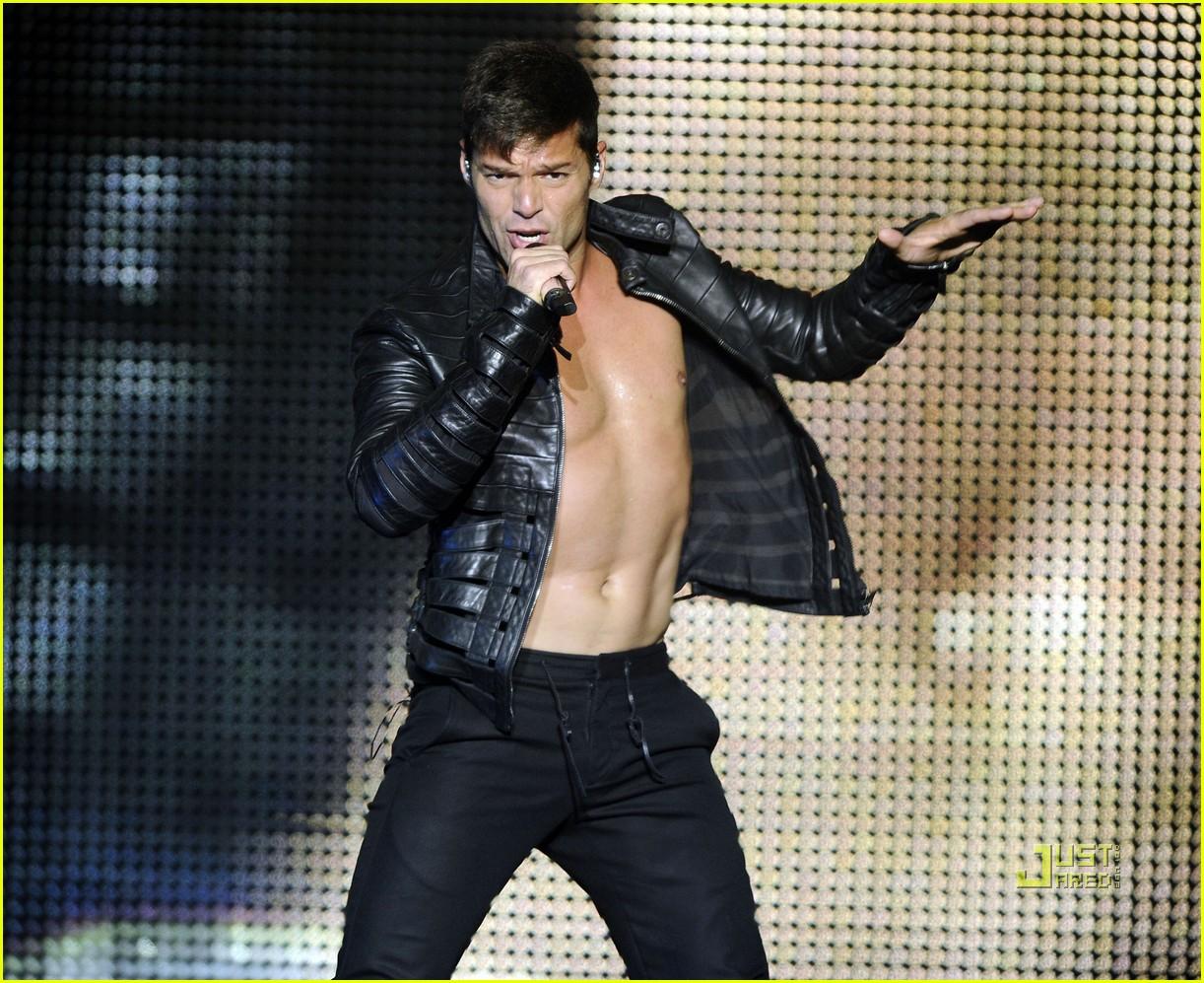 Ricky Martin Bares Chest At Concert Photo 2559714 Ricky