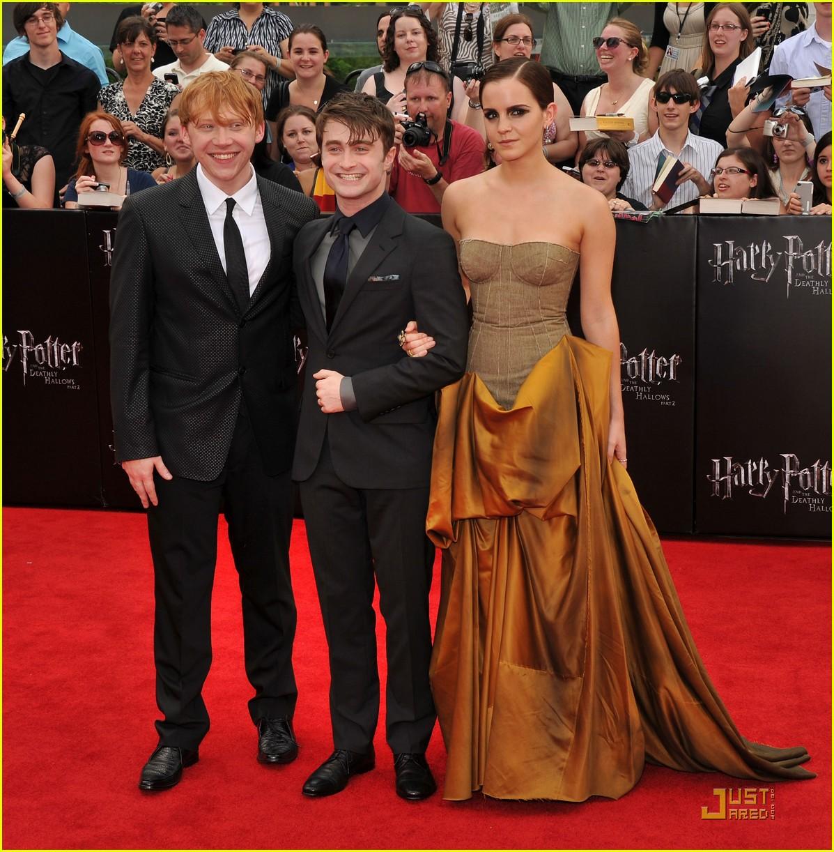 Emma Watson  Daniel Radcliffe Deathly Hallows NYC Premiere Photo 2559899  Daniel