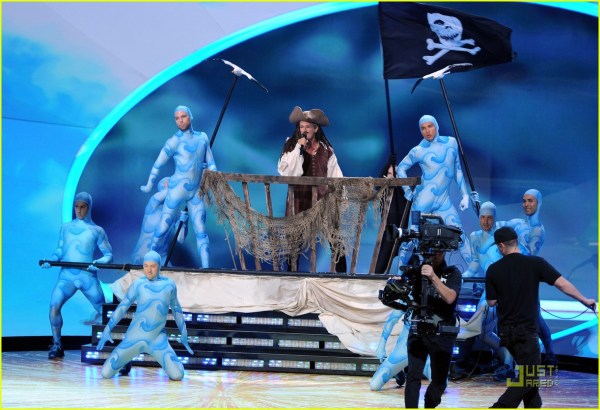 Michael Bolton Jack Sparrow In Emmys Performance 2581715 2011 Emmy Awards Akon Andy