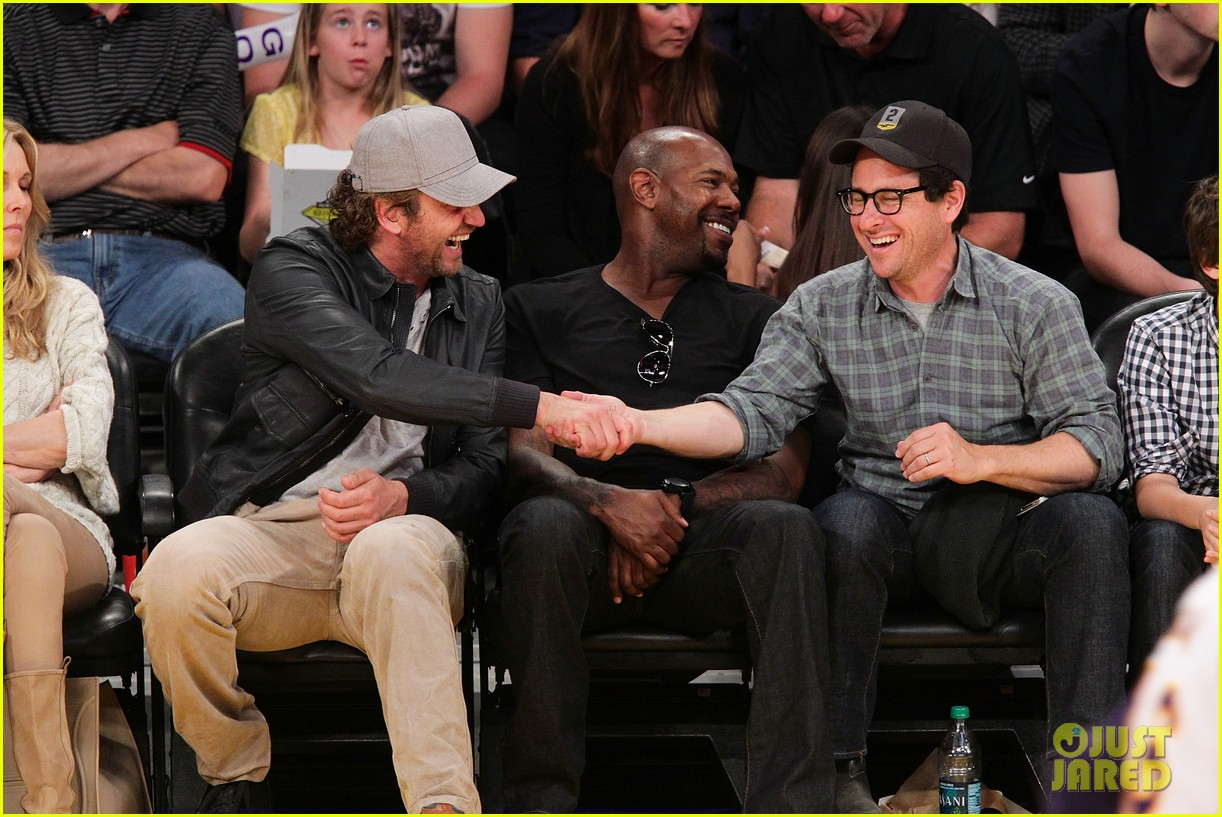 Gerard Butler Lakers Courtside Tickets Photo 2652654