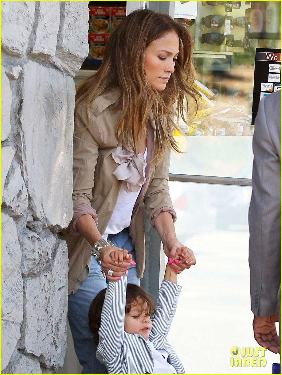 Jennifer Lopez Saturday Out with Max Photo 2649433