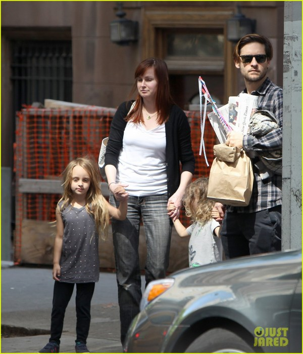 Tobey Maguire Children Museum Of Modern Art With Family