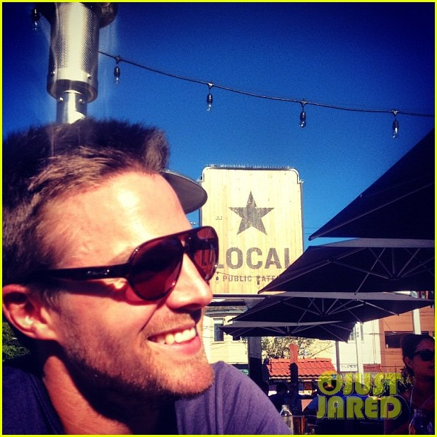 Stephen Amell Monday Bonding with Willa Holland Photo 2698050  Stephen Amell Willa
