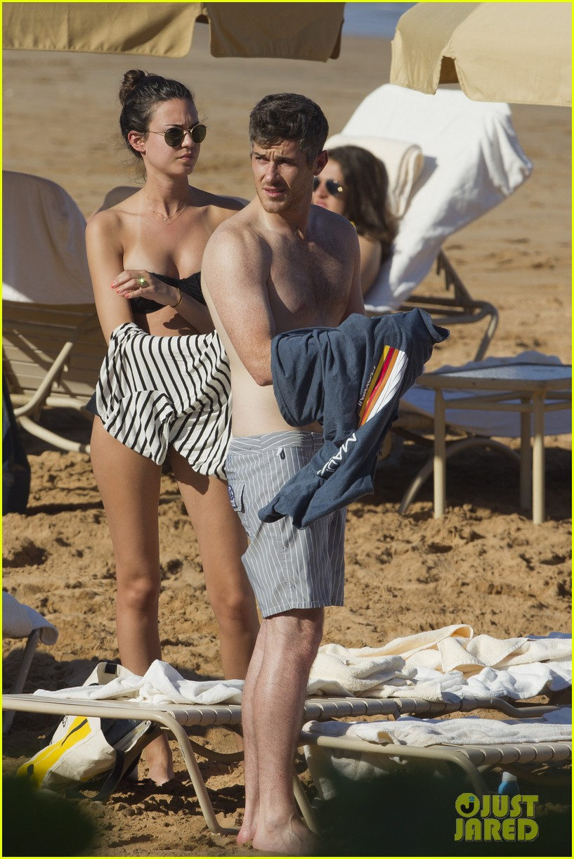 Shirtless Dave Annable Maui Vacation With Bikini Clad