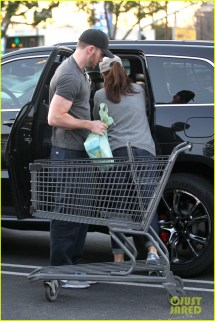 Chris Evans & Minka Kelly Valentine' Day Grocery