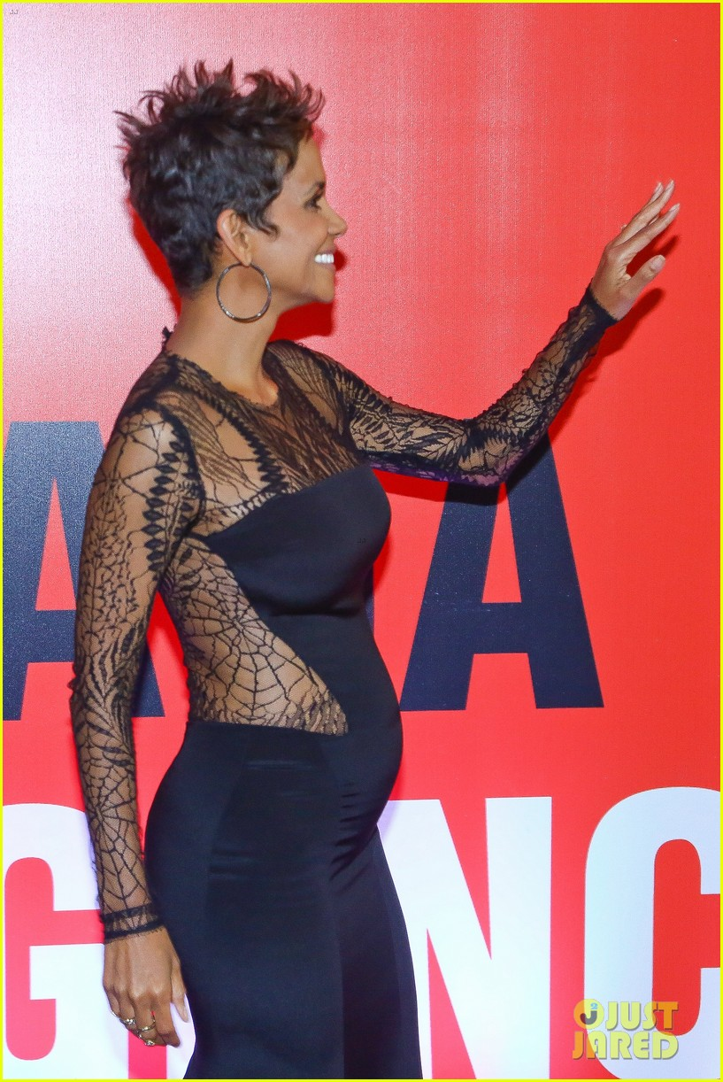 Halle Berry Flaunts Baby Bump at The Call Rio Premiere Photo 2847971  Call Halle Berry