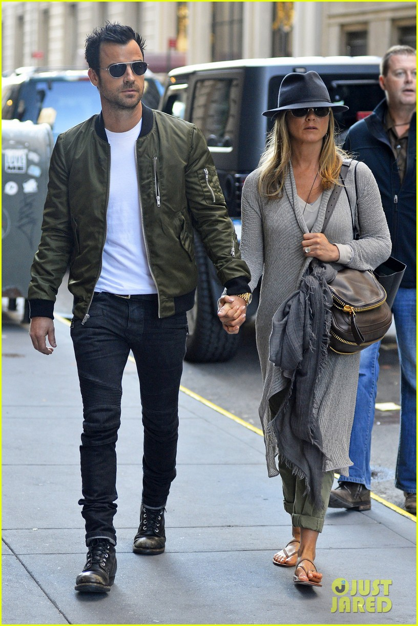 Jennifer Aniston  Justin Theroux Hold Hands in NYC