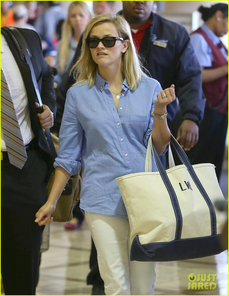 Reese Witherspoon Flies the Skies with Baby Tennessee