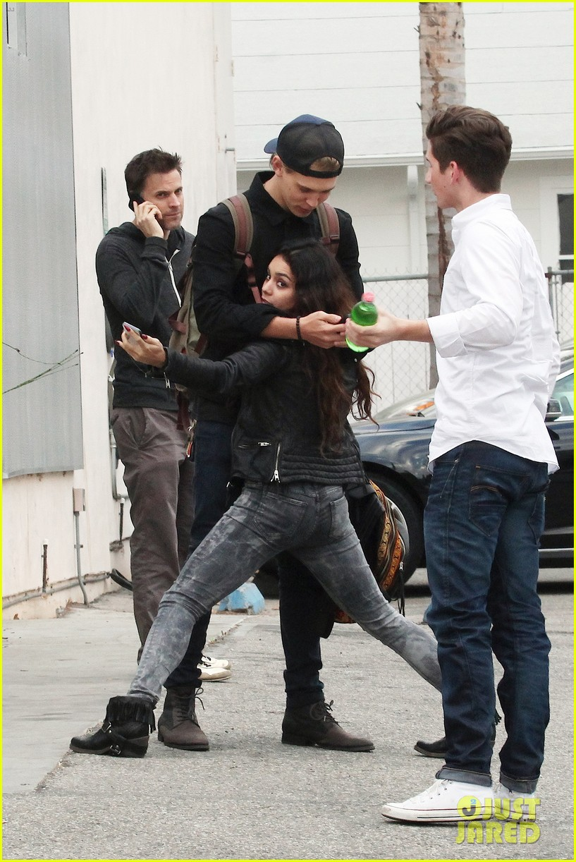 Vanessa Hudgens & Austin Butler Dance & Take Silly Selfies