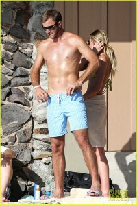 Paulina Gretzky & Golfer Dustin Johnson: Beach Bods in ...