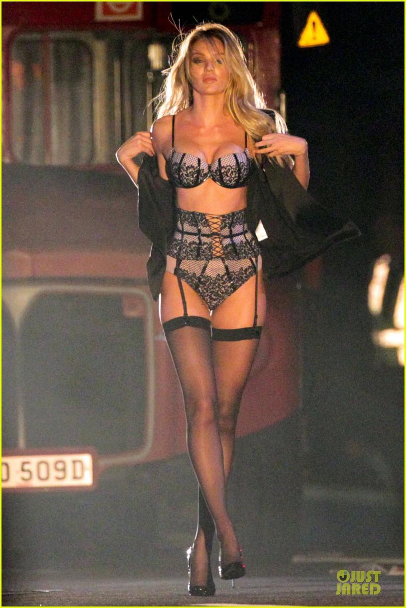 Victoria Falls Live Wallpaper Victoria S Secret Model Candice Swanepoel S Sexy Lingerie